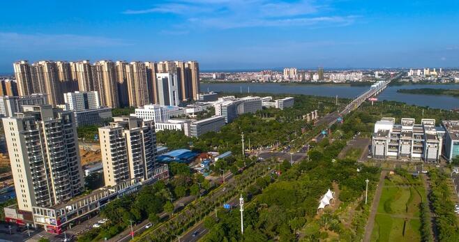 """鸟瞰海南文化体育公园:海口亮丽""""文化带"""""""
