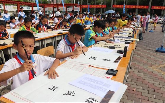 临高举办中小学教师书法美术作品展 近200名师生代表参与