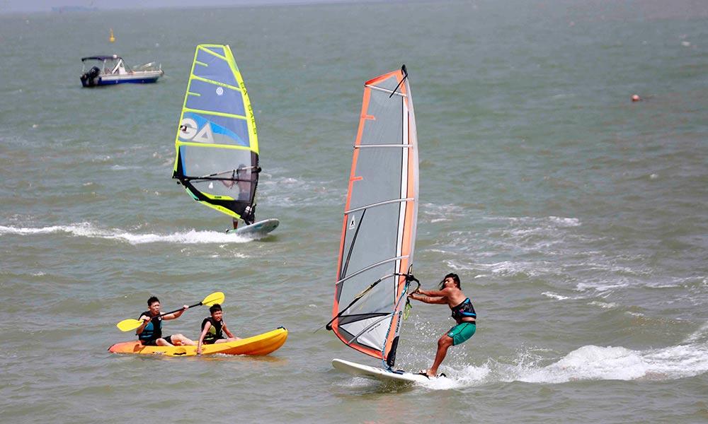 高清组图:国庆假期 海口西海岸水上运动项目受欢迎