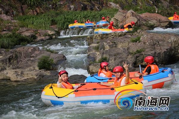 五指山红峡谷推出漂流+探险项目 倍受游客喜爱