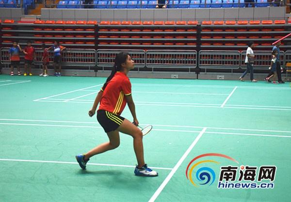 """<b>""""三亚球王""""全民健身民间运动羽毛球争霸赛开赛</b>"""