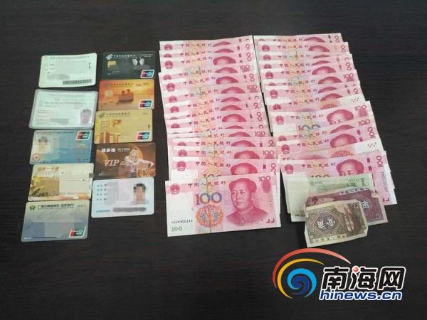 市民乘车落下装有近三千元现金的钱包海口公交司机完璧归赵