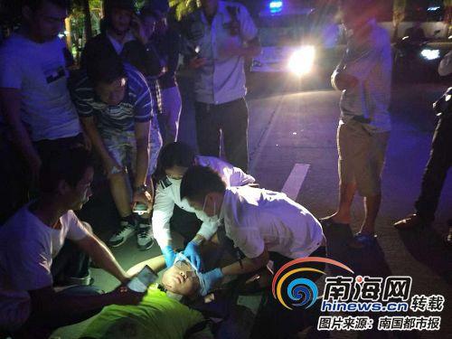 海口一男子出车祸昏迷不醒救护员路过紧急施救