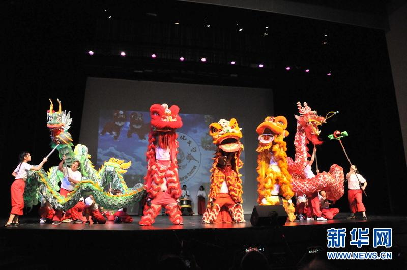 美国中学生举办文艺演出展示华夏文化