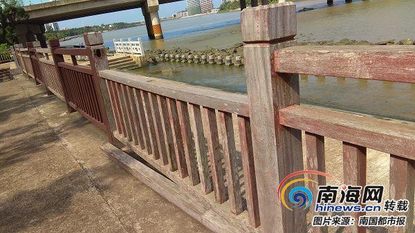 海口海新大桥河边护栏摇摇晃晃市民反映数月不见维修