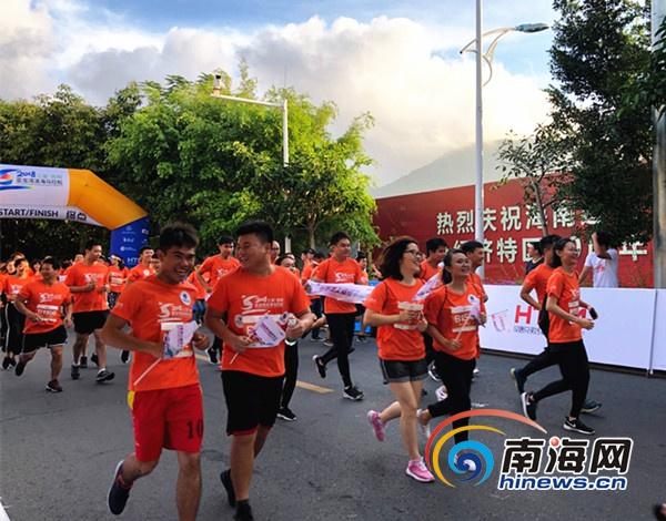 <b>三亚吉阳区亚龙湾滨海马拉松开幕</b>