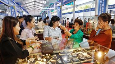 第七届古玩艺术品博览会海口开幕 300多家展商展出全国珍品