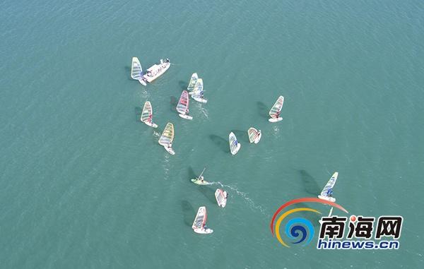 2019中国三亚湾城市帆板邀请赛开赛全国近200名爱好者参与