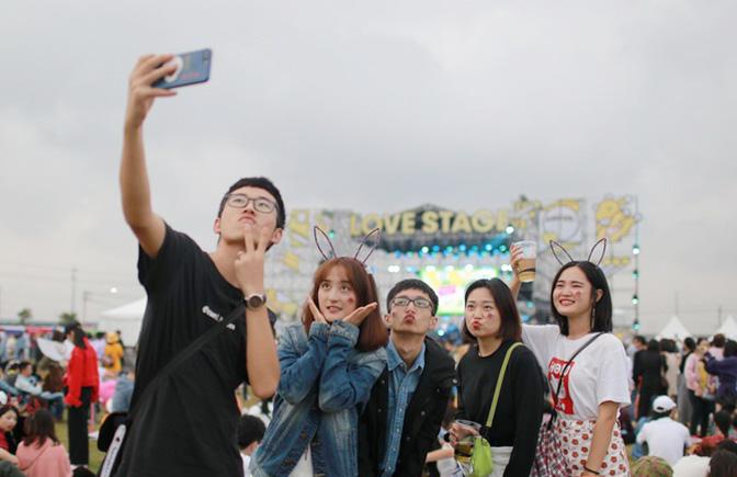 高清组图 | 嗨爆全场!影像记录草莓音乐节狂热的青年人