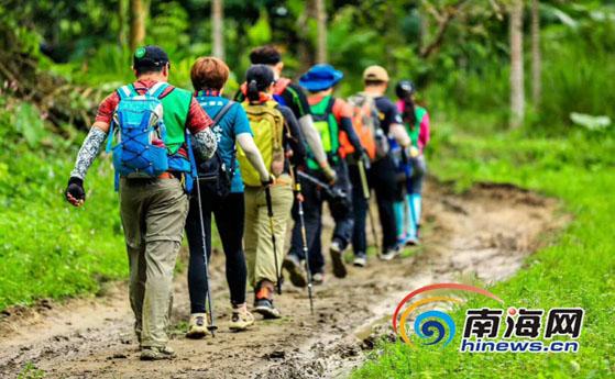 国际商界精英海南热带雨林徒步挑战赛在五指山收官