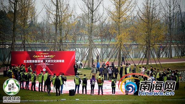全国主流媒体航拍成都大型采访活动启航首站走进锦城绿道江家艺苑