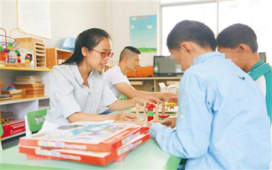 定安县建资源教室 帮助残疾学生进行康复训练培养生活技能