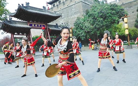 昌江城市推介劲吹最炫黎族风 以文化为媒促旅游交流