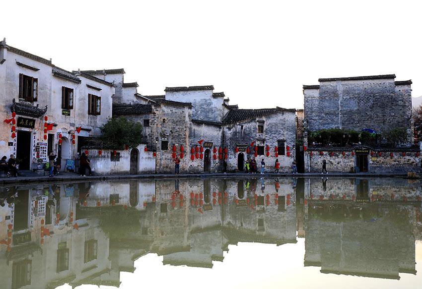 """1余公顷,距黟县县城11公里,距黄山风景区35公里,被誉为""""中国画里的"""