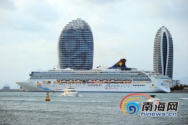 """""""处女星号""""邮轮造访三亚 带来入境游客799名"""