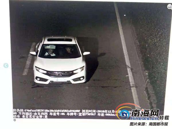 白色轿车撞伤两名学生 警方已锁定嫌疑人
