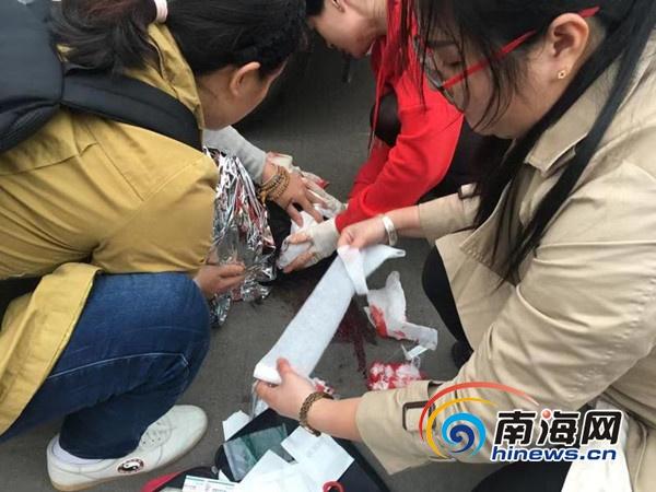 路遇交通事故海口3名志愿者伸出援手