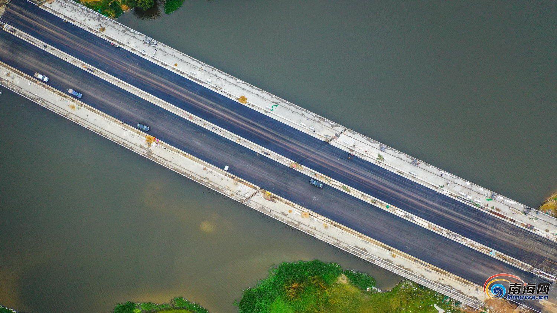 组图| 航拍海口江东大道二期 半幅路面已铺沥青