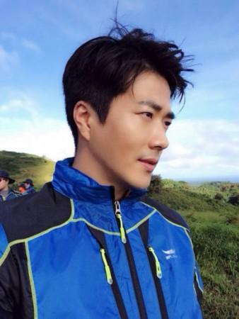 新浪娱乐讯韩国演员权相佑在全新广告中展现了健康男人的魅力.-权...